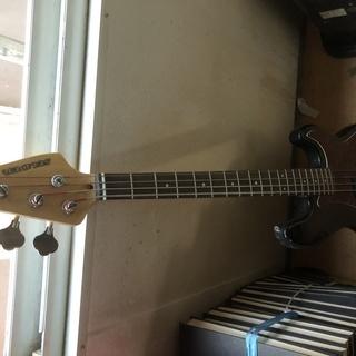 ベースギタ