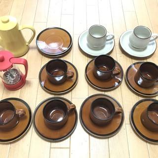 レトロ コーヒーカップ&ソーサ、BODUMフレンチプレス、月兎印ポット