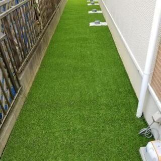 雑草が気になるこの季節、お庭を人工芝に変えて快適に過ごしま…