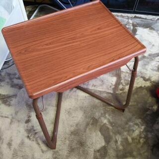 美品 プラスチック製 軽量 サイドテーブル