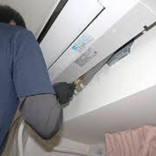 エアコンの取り付け作業