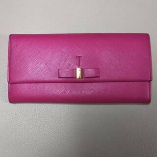 ブランド財布 色々あります ジバンシー MIUMIU フェラガモ...