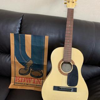 激鳴り 白いギター アコースティックギター