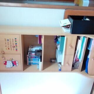 キティーちゃんの絵柄の付いた収納棚