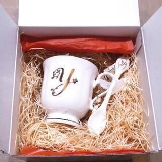 ◆新品箱入り  マグカップ Y