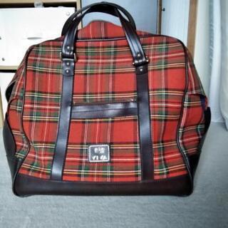 赤タータン・チェックのボストンバッグ