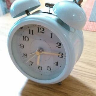 目覚ましい時計機能の壊れた可愛い時計