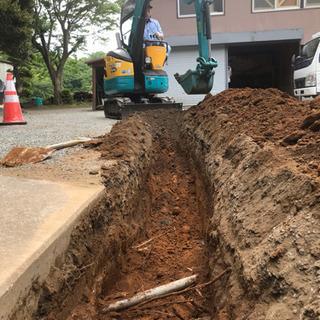 増後も8%!重機を使って古い水道管を新しく入れ替え工事
