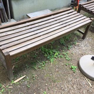 野外の木製 ベンチ - 家具