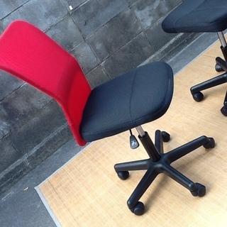 【4脚限り】オフィスチェア・デスクチェア・事務椅子 肘なし 快適メッシュ(情熱の赤) おすすめ品 配達も可です - 京都市
