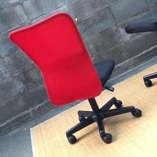 【4脚限り】オフィスチェア・デスクチェア・事務椅子 肘なし 快適メッシュ(情熱の赤) おすすめ品 配達も可です - 売ります・あげます