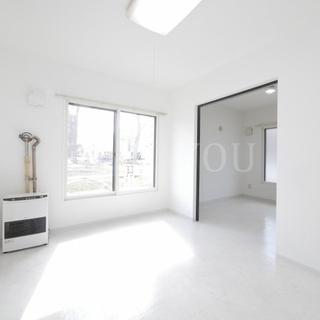 白を基調とした清潔感のある室内◆通勤通学に便利な駅チカ☆大きな広々...