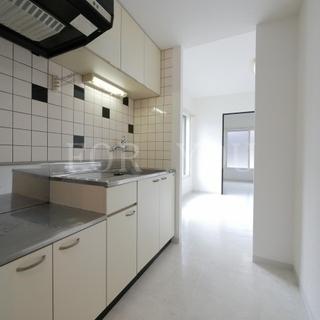 大きな窓と白を基調とした清潔感のある内装◆地下鉄駅3分の好立地♪た...