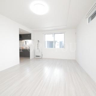 『新築』白を基調とした清潔感のある内装が魅力☆都市ガス・エアコン・...