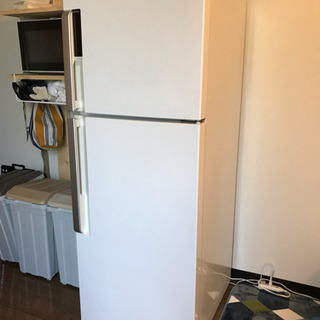【値下げ】美品 購入1年以内 メーカー保証あり 214ℓ冷蔵庫 ...