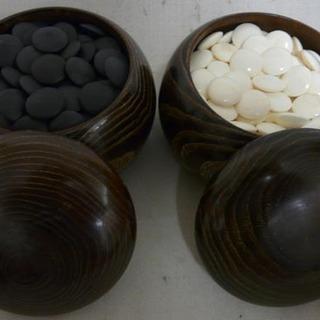 19Y0138 2 囲碁 蛤碁石 黒171個 白180個 碁笥 中古