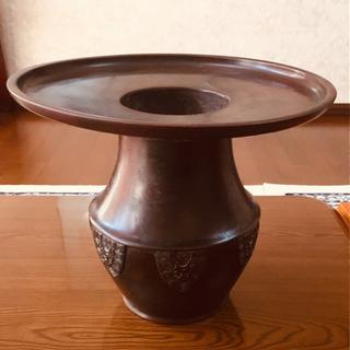 金属製の花瓶