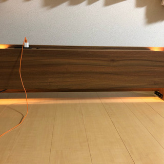 ベッドの照明・コンセント二口付