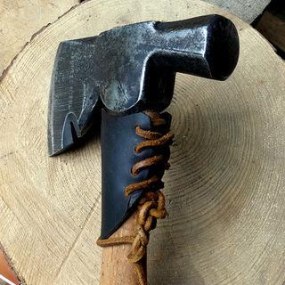 日本にない2重機能をもつ手斧ネックガード、本革カバーつき