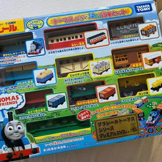 プラレール  トーマスといっぱい貨車セット〔DVD入り〕