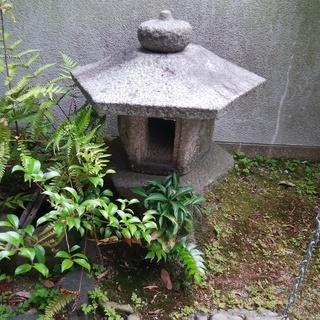 引取限定《宝塚市仁川北》味わい深い古い石灯篭+つくばい