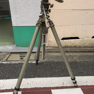 ジッツオの3脚とカメラ(レンズ付き)