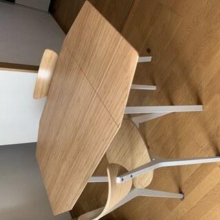 IKEA(イケア)のダイニングテーブル、椅子x2セット