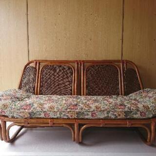 籐のソファー