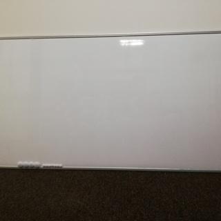 壁掛け式のホワイトボード