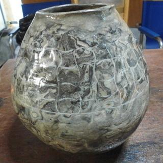 石を加工した「ツボ」です。(花瓶)差し上げます。