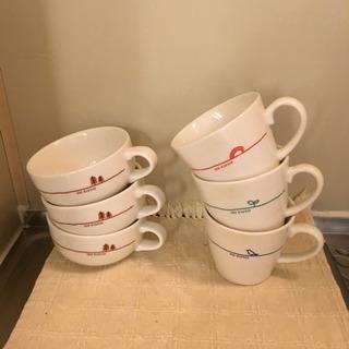 モスバーガーのスープカップとコーヒ...