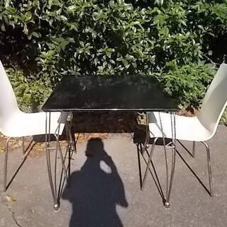 バルコニーテーブル椅子セット。