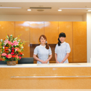 【土日祝出勤の週2.5休】クリニックの受付兼歯科助手