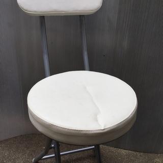 ☆  折り畳み  丸椅子  白  背もたれ  ①