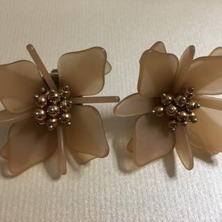 [未使用]パピヨネの花型ピアス
