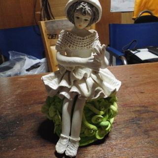 石膏で出来ています「かわい~い人形」です。