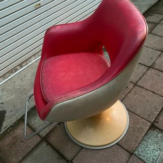 美容室 椅子 赤色