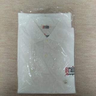 新品未使用の白いポロシャツ