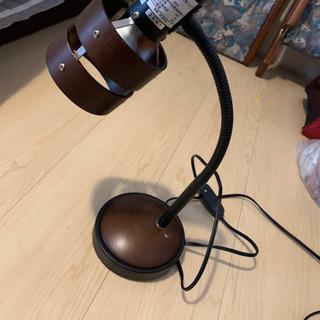 ニトリ デスクランプ 電球付き