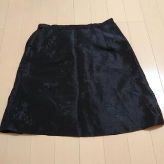 花柄デザインのスカート