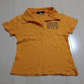 オレンジ色のシャツ
