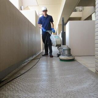 マンションの定期清掃スタッフ