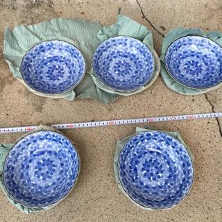 青色の深いお皿