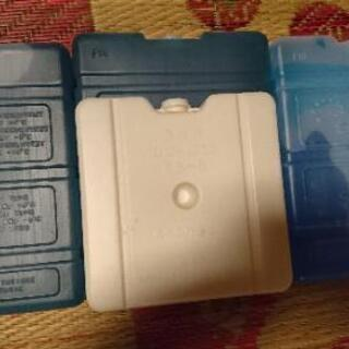 保冷剤大  三個、保冷剤中  一個