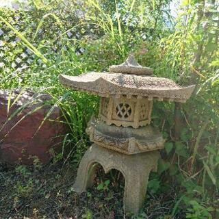 取引者が決まりました。石灯籠、庭石差し上げます!和風庭園にいかが...