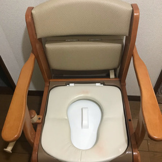 キャスター付き木製ポータブルトイレ