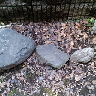 庭石差し上げます(すでに3回お譲りして大きいものが3個残っています)