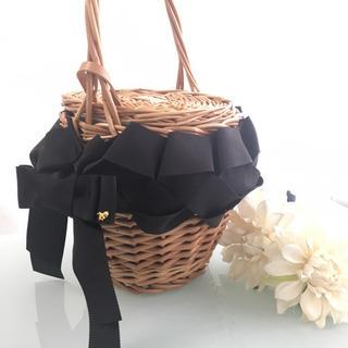 オシャレ!編むリボンで飾るカゴバッグ