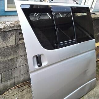 200系 ハイエース 左スライドドア ガラス付き  凹み、傷あり