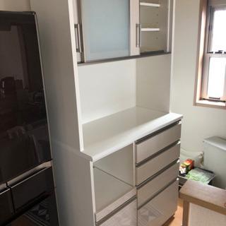 【値下げしました】ホワイトのキッチンボード・食器棚